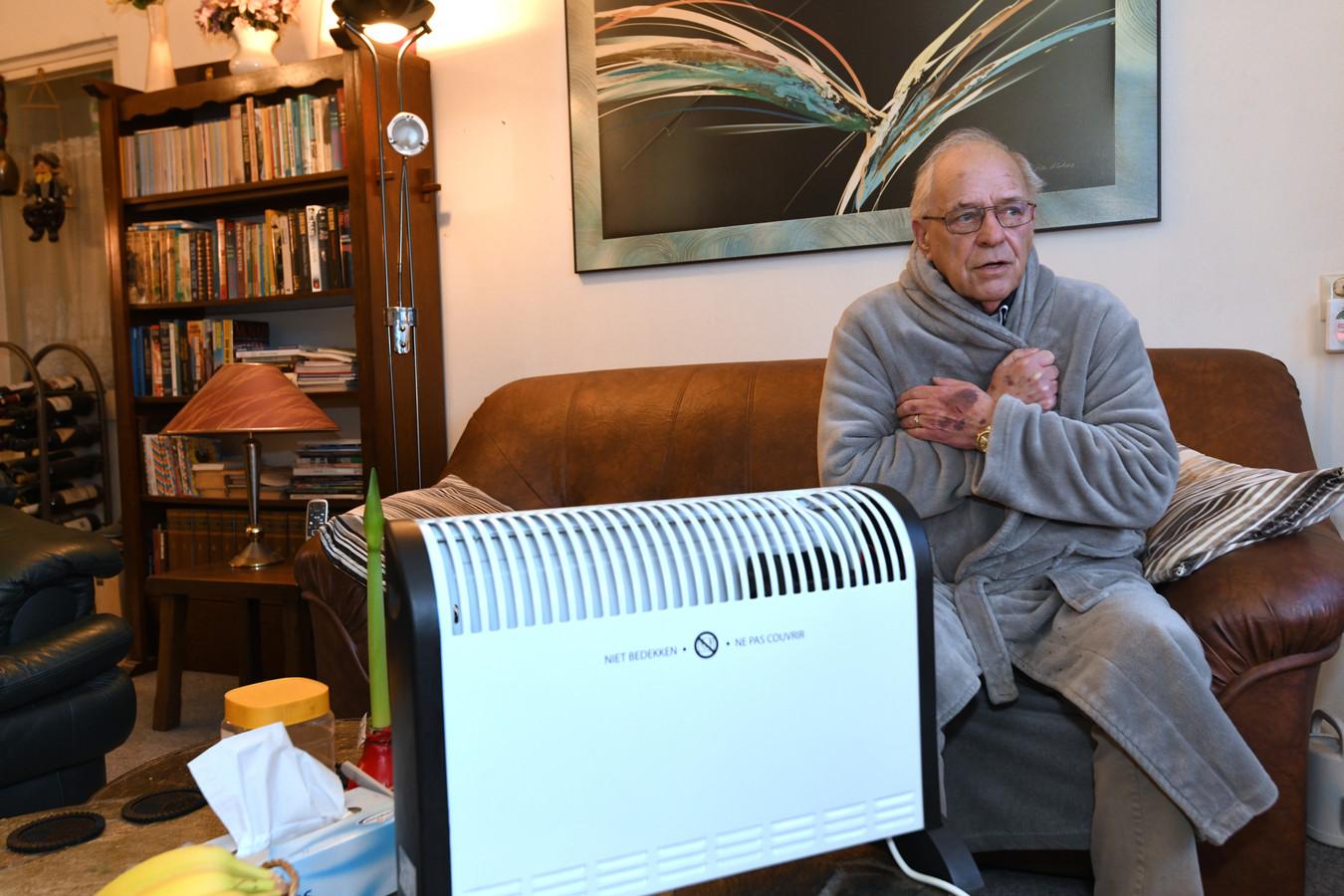 Henk Leenders heeft het al dagen koud in zijn woning.