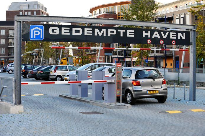 Gedempte Haven, een van de plekken waar in Hardenberg betaald parkeren geldt.