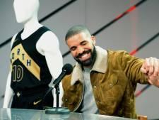 Drake doneert geld, betaalt uniforms én geeft studiebeurs op universiteit Miami