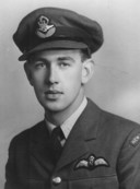 De in 1945 omgekomen piloot John Davis Lunn.