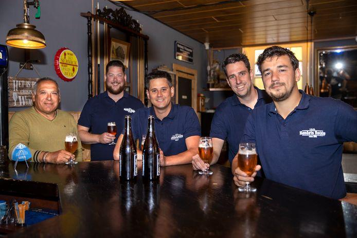 De brouwers van het Handels Bier (vlnr)  Jos Kuipers, Gijs van Hoogstraten, Djessie Donkers, Dirk Beekmans en Tim van Melis.