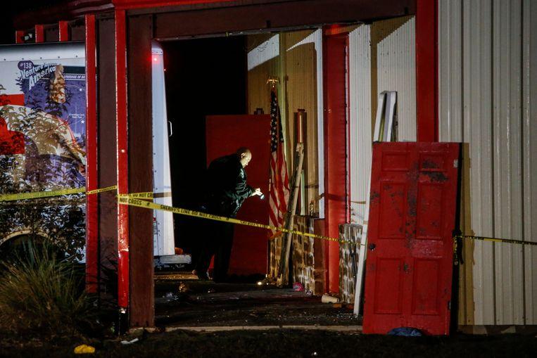 Politie doet onderzoek op de plek waar de schietpartij plaatsvond.