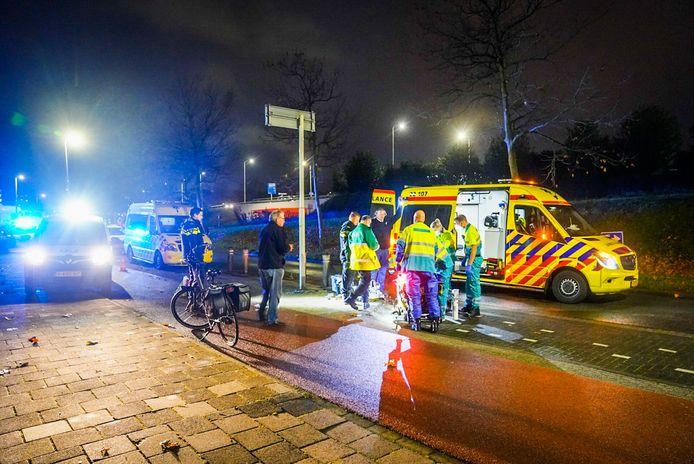 Scooterrijder zwaargewond na botsing met een paaltje langs de rondweg in Eindhoven.
