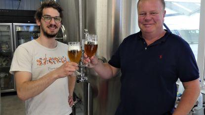 """Bierliefhebbers Kurt (47) en Mathias (27) starten brouwerij KRU in Petegem: """"Brouwen op traditionele wijze met moderne apparatuur"""""""