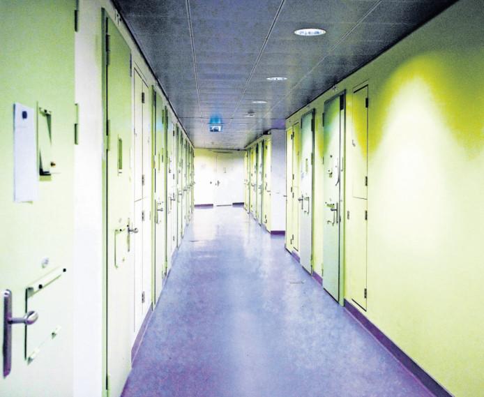 Het cellencomplex in Houten, waar Bertus de Man volgens de politie onwel werd. Vervolgens is hij naar het ziekenhuis gebracht en daar overleden,
