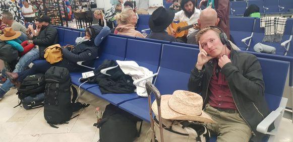 Al voor de vierde dag zitten de 350 Belgen vast in Cancun.