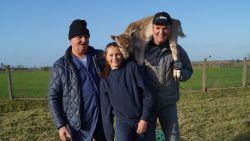 """Amélie (14), Xavier (46) en opa Walter (73), drie generaties hertenvangers: """"We strikken 300 beestjes per jaar, maar een geweer hebben wij niet in huis"""""""
