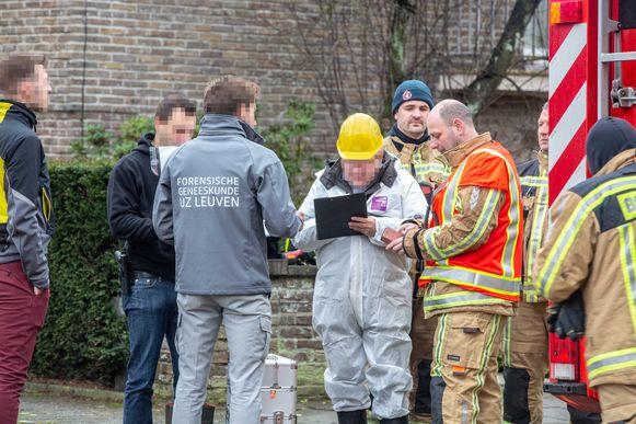 Een branddeskundige, het labo en een wetsgeneesheer kwamen ter plaatse voor verder onderzoek.