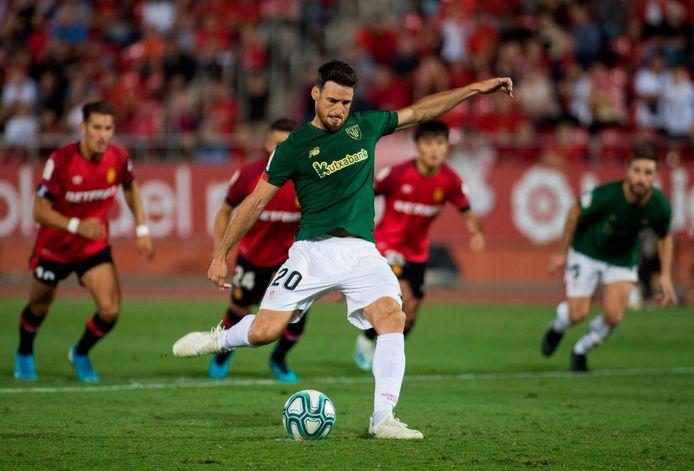 Athletic Bilbao-spits Aritz Aduriz (38) kreeg in de 96ste minuut de ultieme kans om zijn ploeg de zege te bezorgen, maar zag zijn strafschop gekeerd worden.