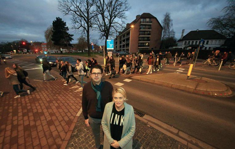 Guldensporencollege Kaai is vernieuwd, maar chaos aan nieuwe ingang op drukke gewestweg Vercruysselaan. Er is zelfs geen zebrapad voorzien voor leerlingen die moeten oversteken.