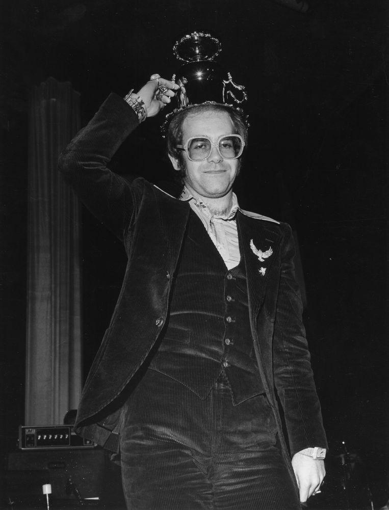 Zanger Elton John in een corduroy pak. Beeld Michael Ochs Archives