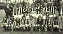 Velox A1 uit Utrecht van begin jaren zeventig. Met linksboven trainer Han Berger, rechtsonder hurkt Ton du Chatinier. Gerrie van der Linden is (met bril) de tweede speler rechtsboven.