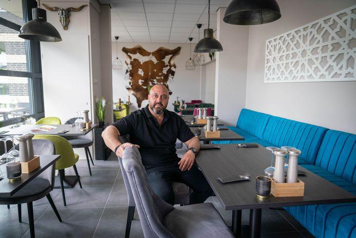 Hamza Tuyluce in zijn nieuwe restaurant El Matador in Dieren.