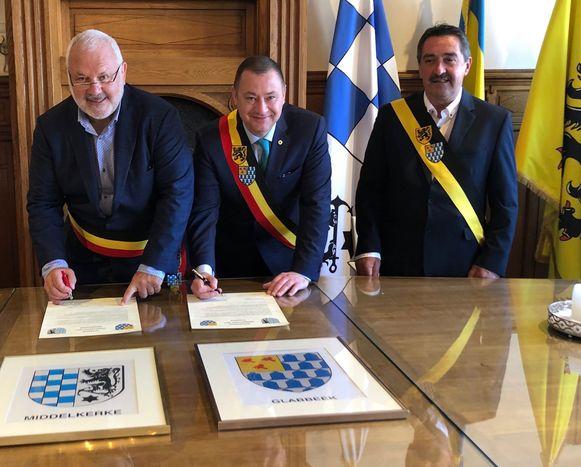 Burgemeesters Jean-Marie Dedecker en Peter Reekmans en schepen Hans Hendrickx in Middelkerke.