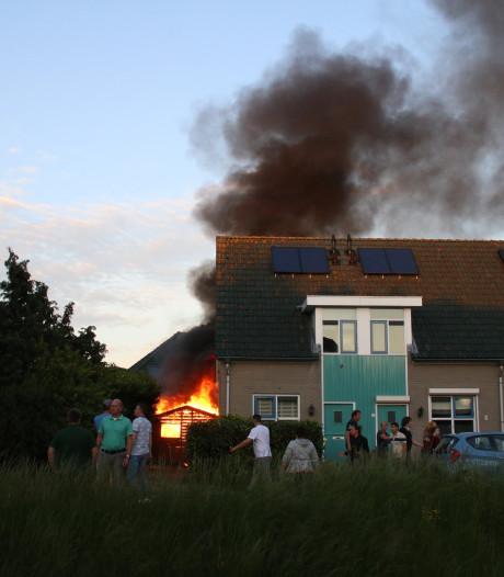 Tuinhuis in Nijkerk in lichterlaaie