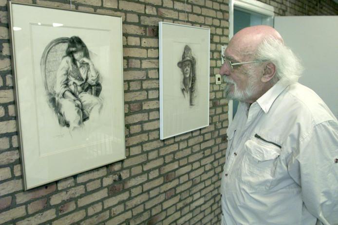 Son en Breugel Leo Achterbergh bij zijn expositie (archieffoto).