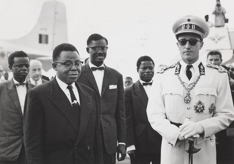 Vanaf links: Joseph Kasavubu, de nieuwe president van de Republiek Congo, premier Patrice Lumumba en Koning Boudewijn van België, op 29 juni 1960 in Léopoldville, de dag voor het uitroepen van de onafhankelijkheid. Beeld R. Stalin (Inforcongo), 1960 /Collectie KMMA Tervuren