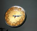 De uit 1938 daterende klok van de Hooge Riet voor de vernielingen.