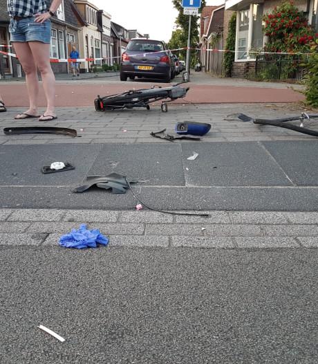 Fietsster met spoed naar ziekenhuis na aanrijding door auto in Hengelo