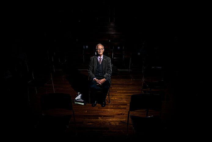 Wolfgang Kotek in CODA, vlak voor de première van zijn film. Ook deze avond zal hij hartelijk zijn, op milde toon zijn indrukwekkende verhalen vertellen en strooien met complimenten. ,,Ik leef in de wereld van het optimisme.''