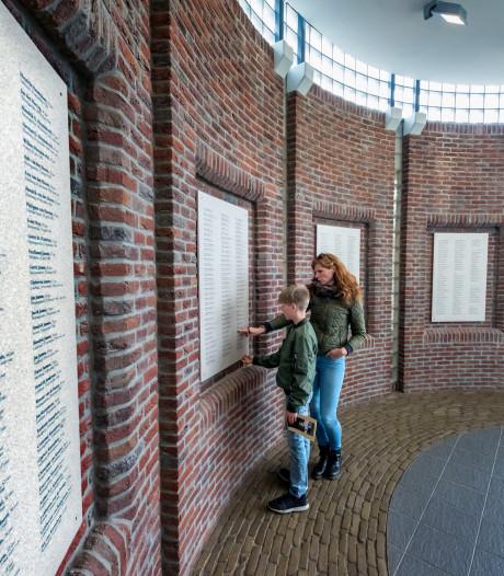 Gedachtenisruimte voor razzia Putten gaat fouten op herdenkingsplaten herstellen