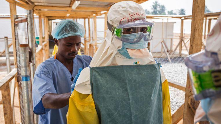 Een ebolakliniek in Sierra Leone. Beeld ap