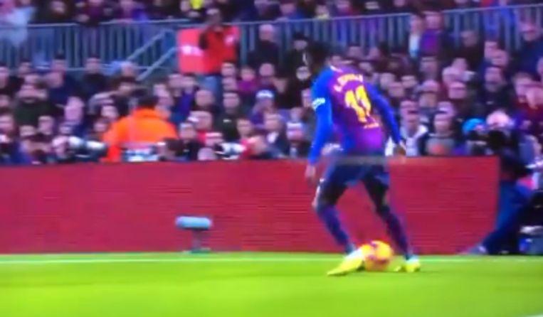Dembélé kapte zijn tegenstander vijf keer uit, waarna een zwakke voorzet volgde.