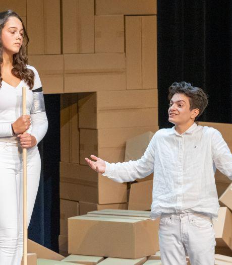 Helmondse jeugdtheatergroep speelt Antigone, een stuk over opstaan voor je idealen