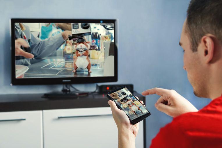 Ook op televisie krijgen we straks steeds meer gepersonaliseerde reclameboodschappen te zien. Beeld Colourbox