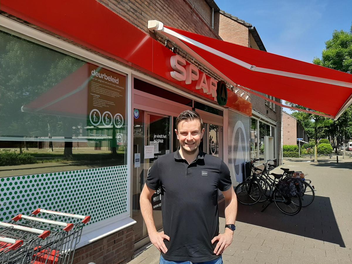 Nicky van Zoggel, de nieuwe eigenaar van de supermarkt SPAR in de Schijndelse Bloemenmarkt.