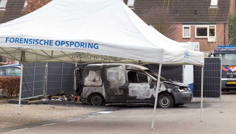 Het lichaam van Nabil Amzieb wordt gevonden in Amsterdam Zuidoost in deze uitgebrande auto. Zonder hoofd. Beeld anp