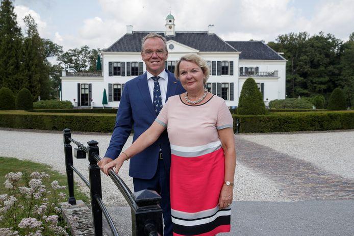 Johan en Carin Agricola houden het voor gezien bij Kasteel Engelenburg in Brummen. Onder leiding van het echtpaar groeide Kasteel Engelenburg uit tot een begrip in de verre regio.
