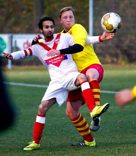 Topscorer Hamza Loukili trekt ook het shirt van Davo aan