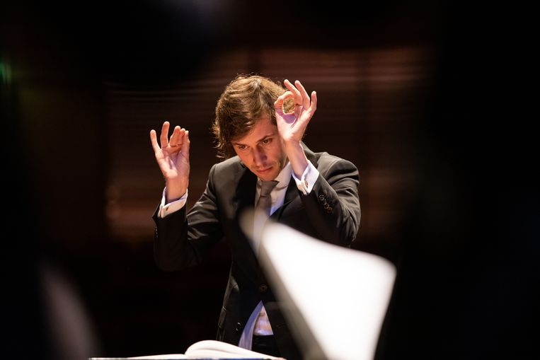De Franse dirigent Maxime Pascal. Beeld Melle Meivogel