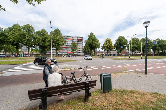 De kruising van de Heerbaan en de Grote Houw waar de rotonde moet komen.