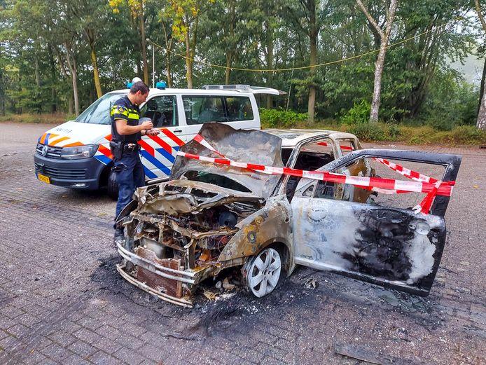 Aan de Staddijk in Nijmegen heeft maandagochtend een autobrand gewoed.