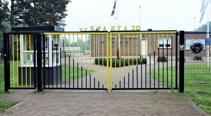 Sportpark Jan Claesenhof van Sparta'30 zit voorlopig op slot.