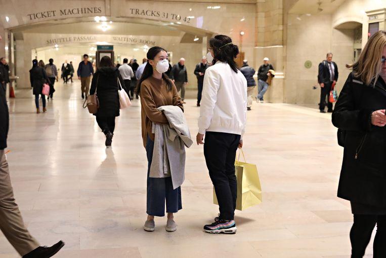 Reizigers met mondkapjes in Grand Central Terminal Terminal in New York. Beeld Getty Images