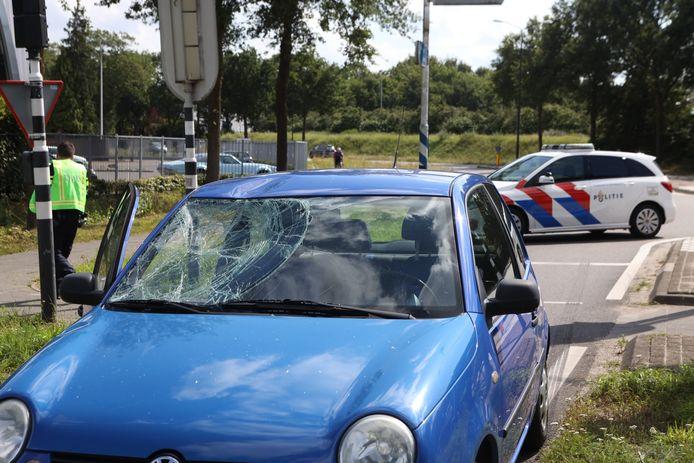 Fietsster aangereden door auto op Structuurweg in Schijndel.
