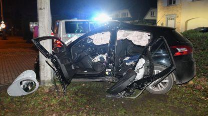 Vier gewonden na crash tegen paal