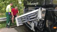 Drie vrachtwagens crashen voor Kennedytunnel