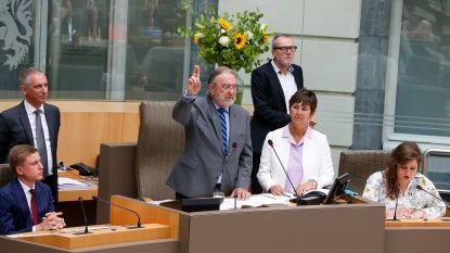 Herman De Croo neemt afscheid van het parlement en tikt Almaci op de vingers tijdens eedaflegging