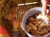 Katja wordt kotsmisselijk van Ecuadoriaanse delicatesse