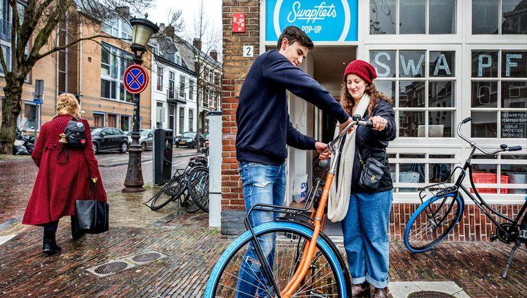 Swapfiets pop-up in de Breestraat in Utrecht. Beeld Raymond Rutting / de Volkskrant