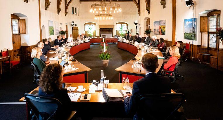 Het kabinet was vrijdag voor de wekelijkse ministerraad uitgeweken naar de Rolzaal. Beeld ANP