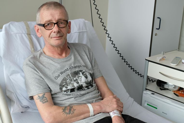 Frank De Laet in zijn ziekenhuisbed. Hij gaat vandaag onder het mes.