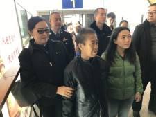 Demente vrouw wandelt van Thailand naar China