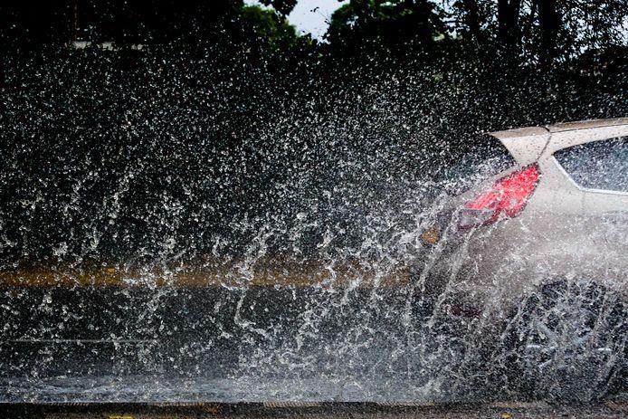 Net zoals gisteren krijgen we vandaag hoogstwaarschijnlijk te maken met wateroverlast, gezien er in korte tijd veel regen gaat vallen.