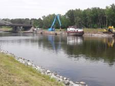 Oeverstenen langs Wilhelminakanaal poreus: aannemer moet ze vervangen