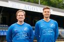 Julius Wille (l), hier naast teamgenoot Bas Ent, moet de kar gaan trekken dit seizoen voor AGOVV.